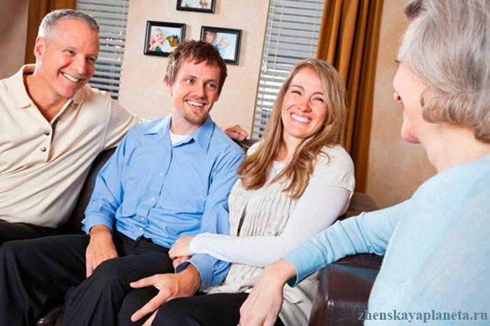общение-с-родственниками-в-гостях