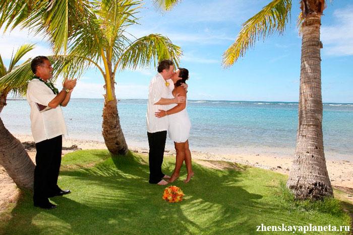 невеста-и-жених-целуются