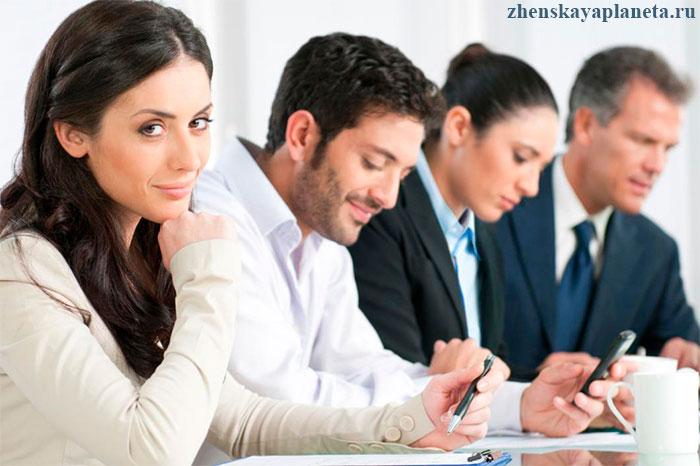 девушка-на-рабочем-совещании