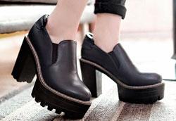 Как и с чем носить обувь на тракторной подошве?
