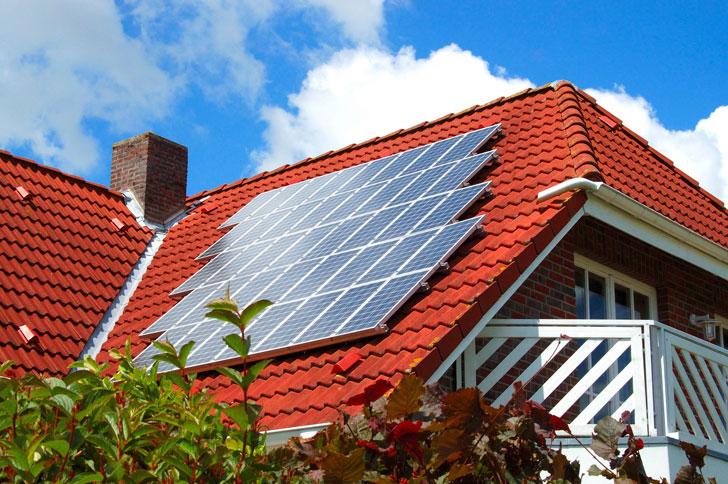 солнечные-батареи-на-крыше
