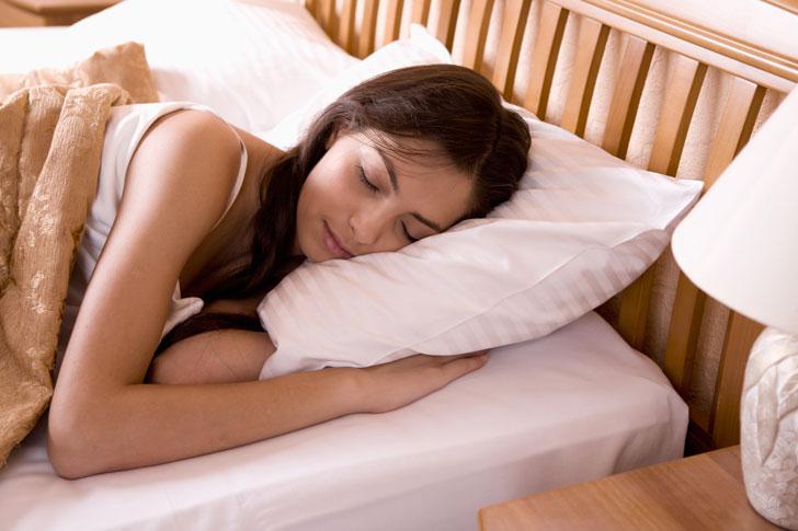 девушка-спит