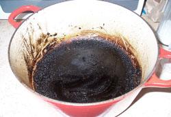 Как очистить пригоревшую кастрюлю или сковороду?