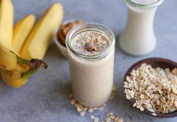 Протеиновый коктейль с арахисовым маслом и бананом