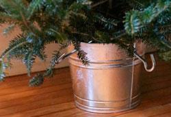 Как сделать подставку для новогодней ёлки с резервуаром для воды?