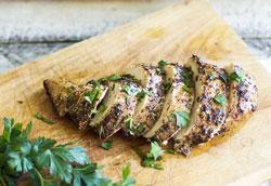 Как приготовить в духовке сочные куриные грудки?