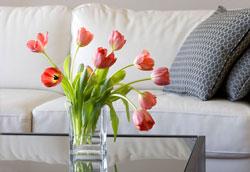 Как сделать, чтобы срезанные цветы дольше стояли в вазе?