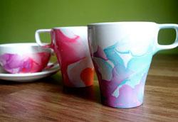 Как украсить чашки с помощью лака для ногтей?
