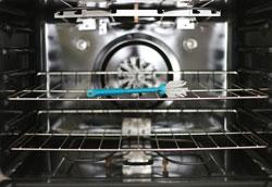 Как отмыть духовку от жира и остатков пищи с помощью аммиака?