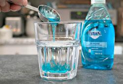 Как сделать пятновыводитель из перекиси водорода?