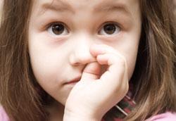 Почему ребенок часто моргает?