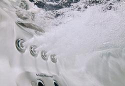 Как почистить гидромассажную ванну?