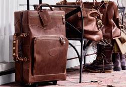 Как почистить кожаный чемодан на колесиках?