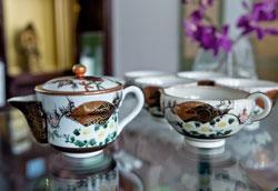 Как определить возраст чайного сервиза?