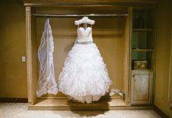 Как покрасить белое свадебное платье?