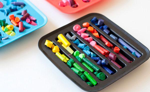 коробка с остатками восковых карандашей